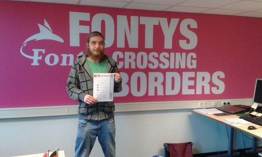 Eerste Fontys-student krijgt zilveren certificaat voor euregionale competenties