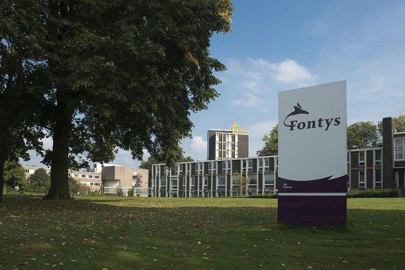 Fontys reikt eerste gouden certificaat voor euregionale competenties uit