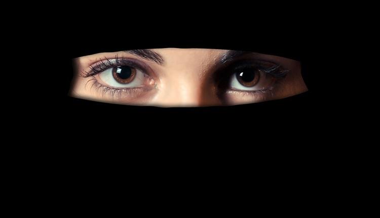 Niederlande setzen Burka-Verbot durch