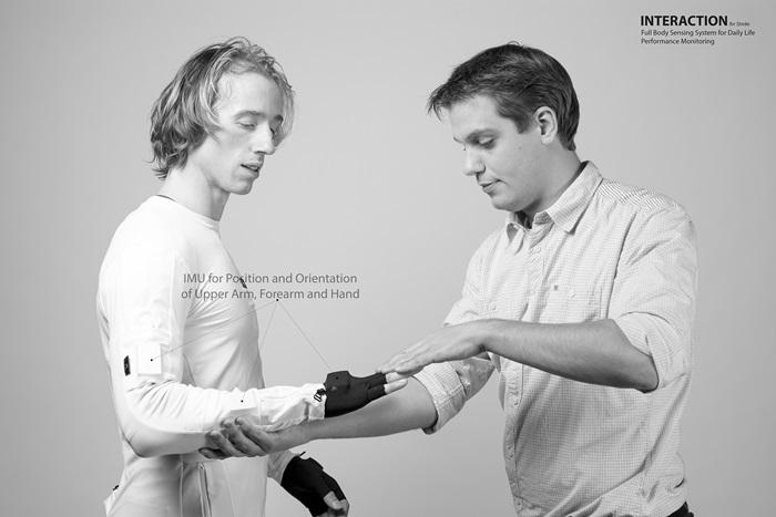 Uni Twente entwickelt Sensorenanzug für Schlaganfallpatienten
