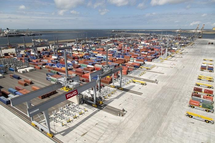 Hafen Rotterdam mit höchstem Containerumschlag aller Zeiten