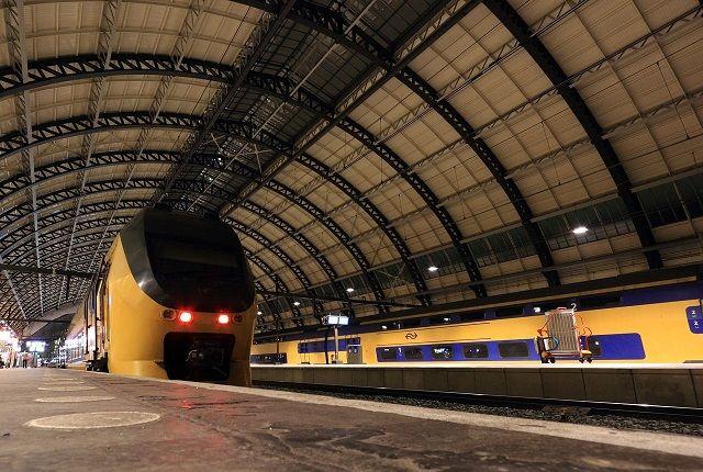 Met Duitse treinkaartjes op Nederlandse perrons in- en uitchecken