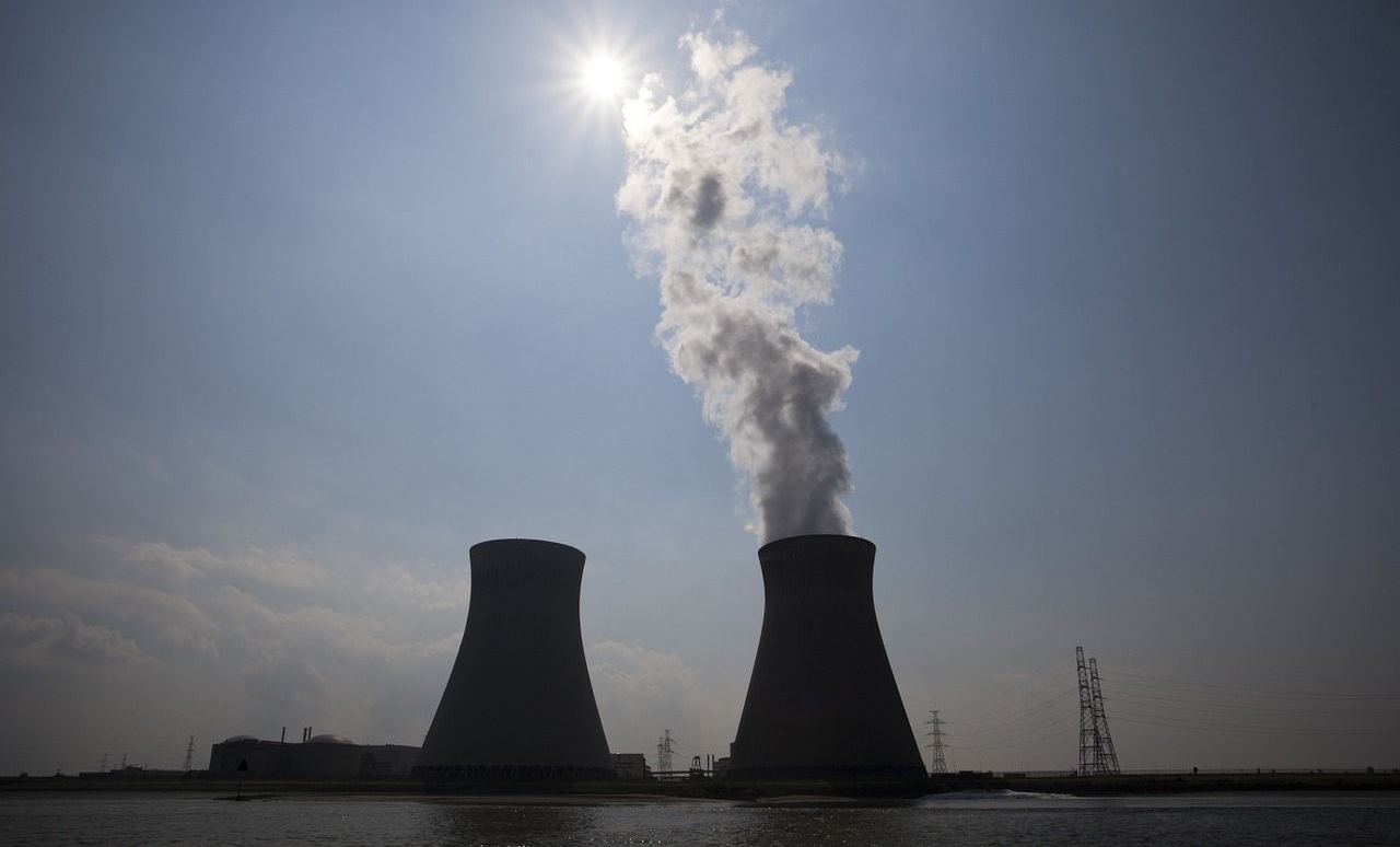 Hand in hand tegen kerncentrale