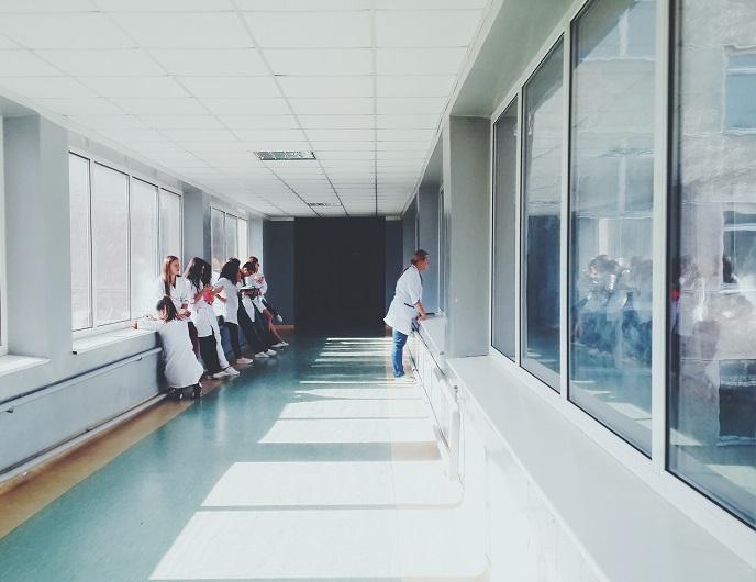 Nederlandse en Duitse zorgstudenten lopen stage in het buurland
