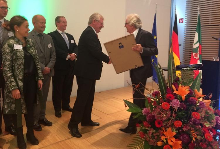 """NRW-Sonderpreis für Netzwerk """"Grenzhoppers"""""""