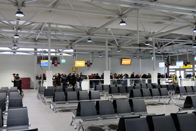 Niederländer bauen temporären Terminal am Flughafen Berlin-Schönefeld