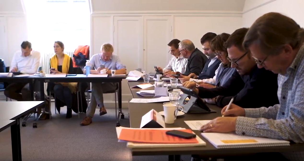 Nederlandse en Duitse overheidsmedewerkers volgen training in buurtaal