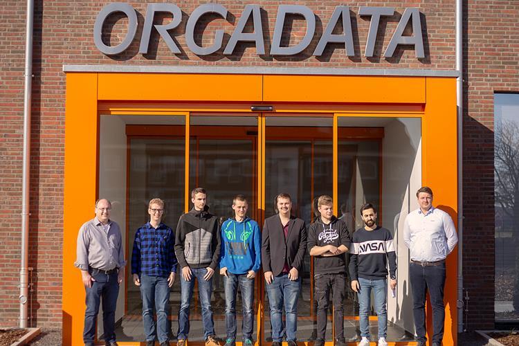 Acht Niederländer absolvieren IT-Praktikum in Leer