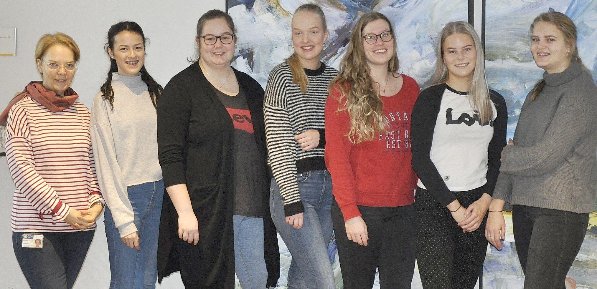 Nederlandse studentes Verpleegkunde doen ervaring op in Klinikum Leer