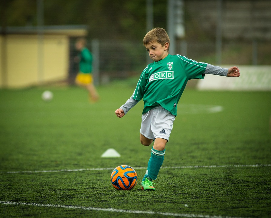 Nederlanders en Duitsers voetballen samen