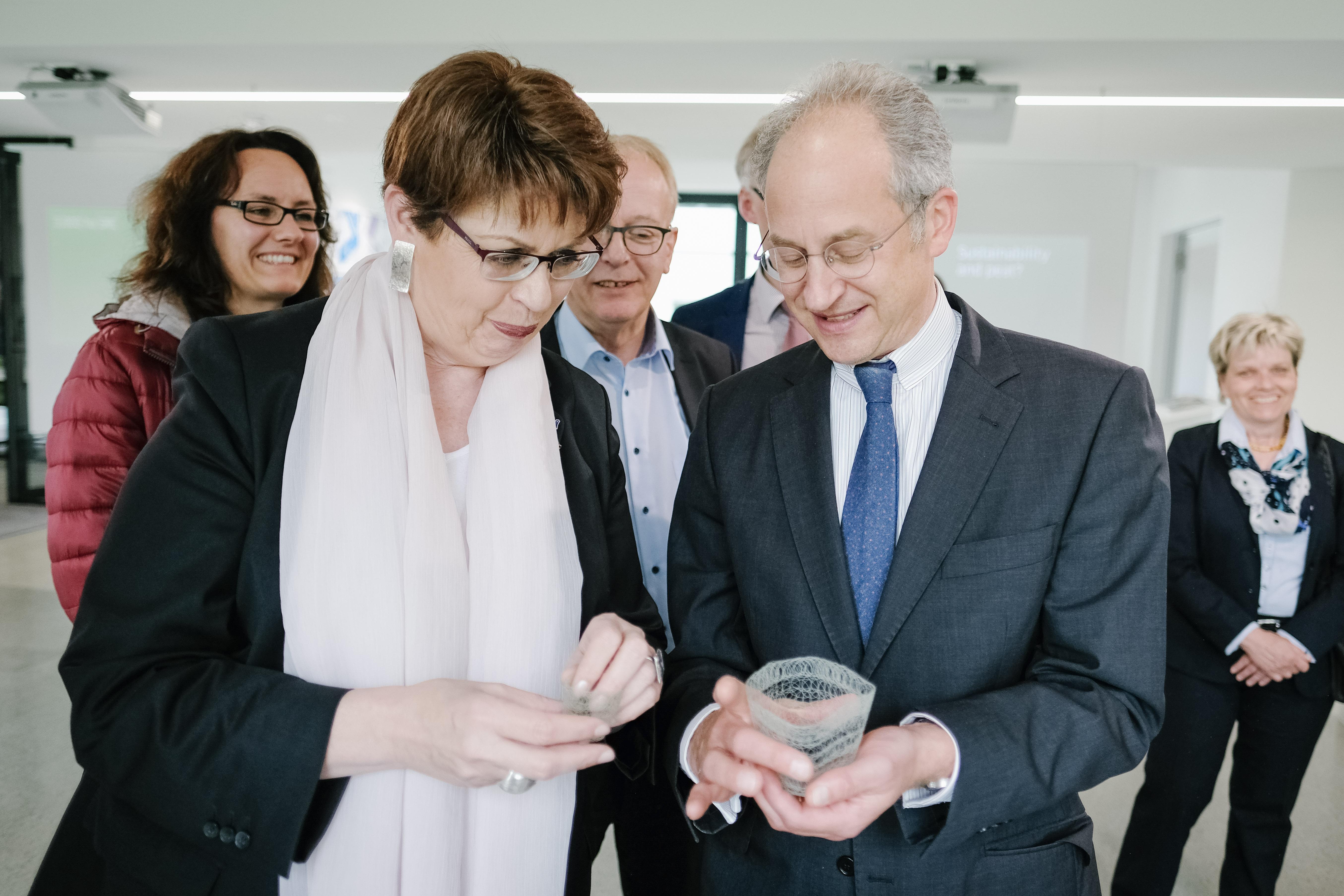 Minister Birgit Honé brengt bezoek aan INTERREG-projectpartner