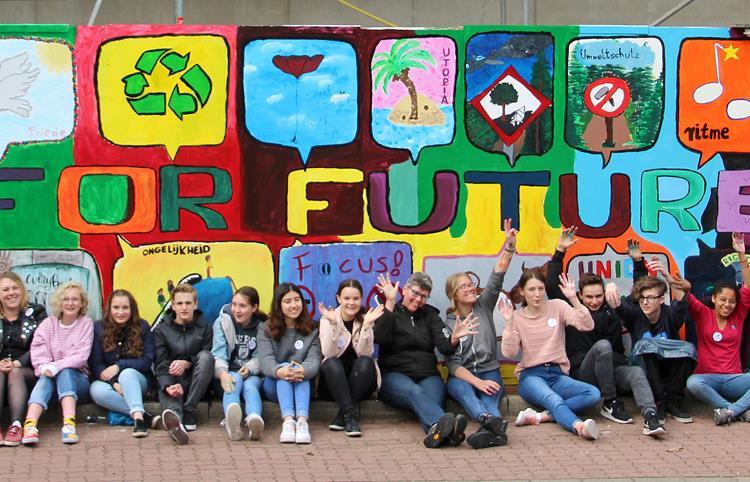 Jugendliche malen ihre Wünsche an Europa
