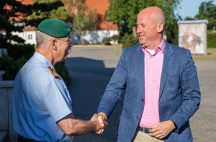 Deutsch-niederländische Heereskooperation auf Augenhöhe