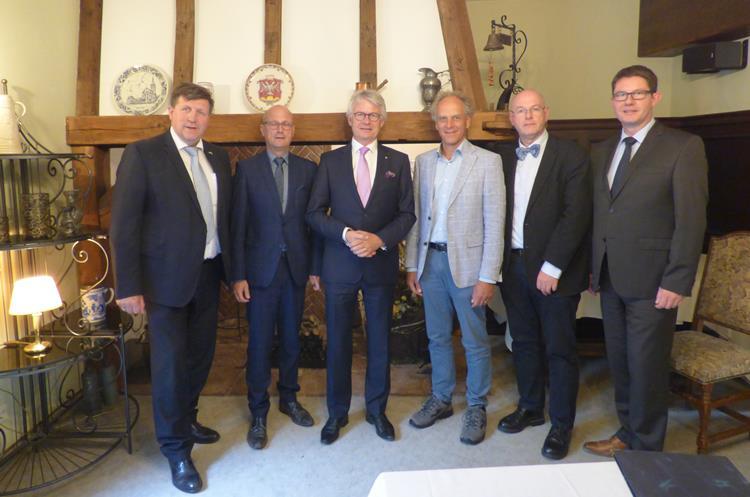 Commissaris John Berends auf Arbeitsbesuch in Deutschland
