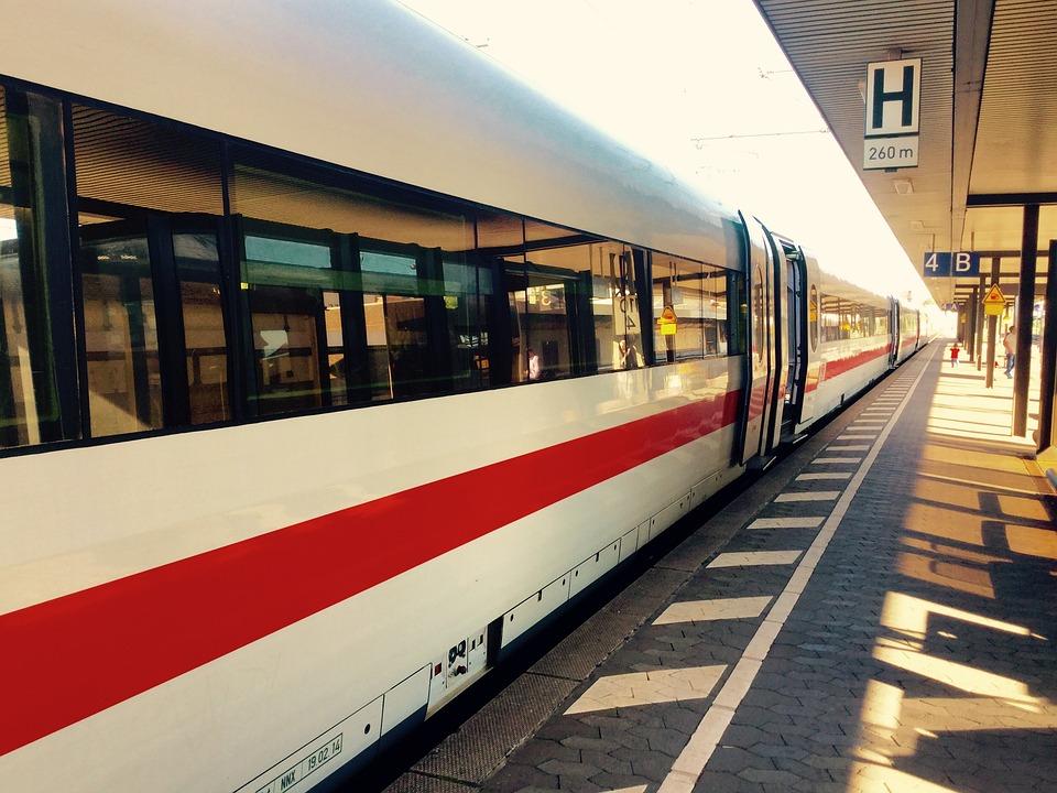Nieuwe snelle treinverbinding tussen Amsterdam en Berlijn: via Arnhem of Hengelo?