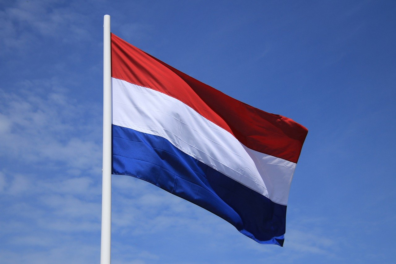euregio rijn-maas-noord brengt taalgids Nederlands uit