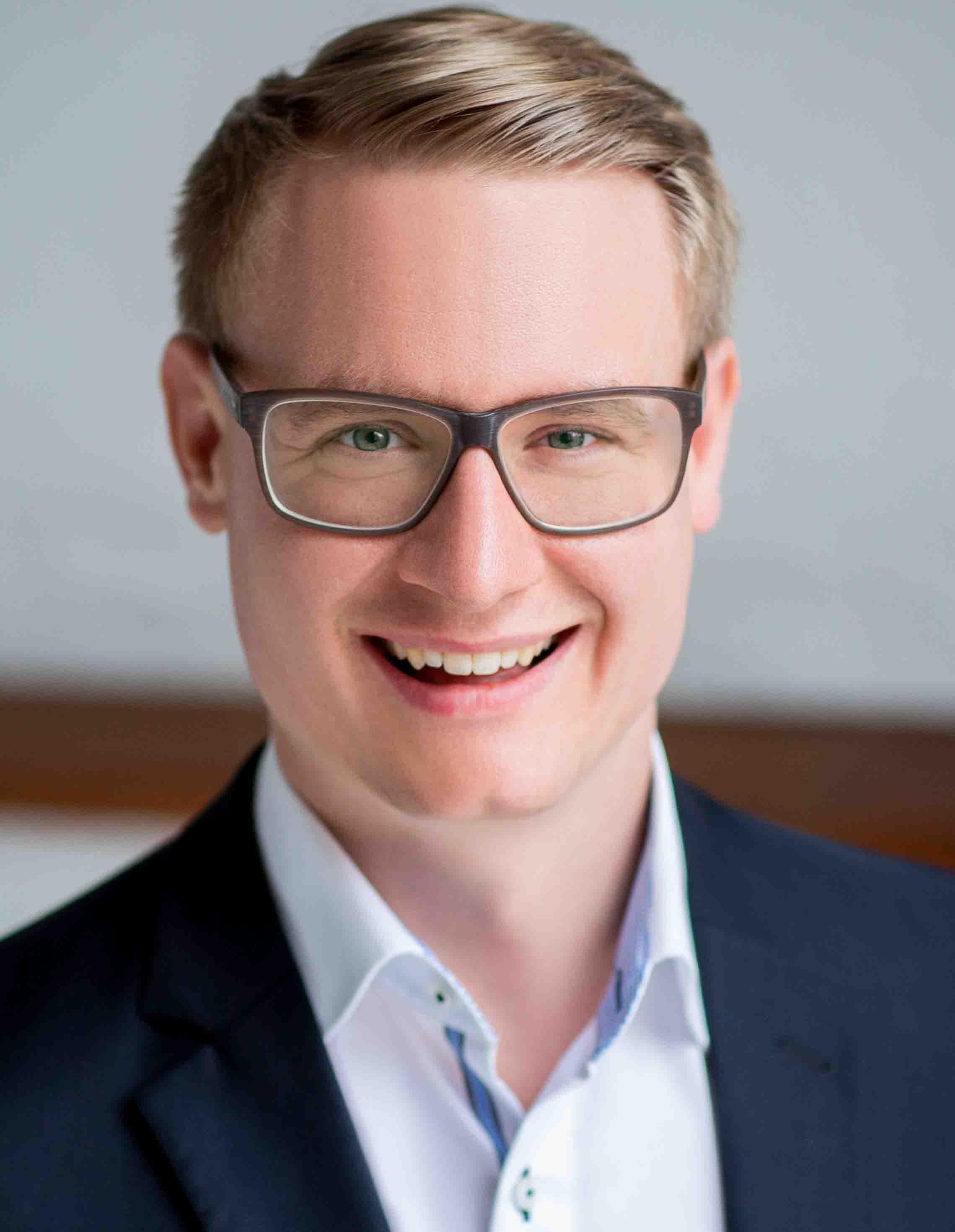 "Podcast ""LEKKER Anders"": Im Gespräch mit Dr. Simon Jenniches"