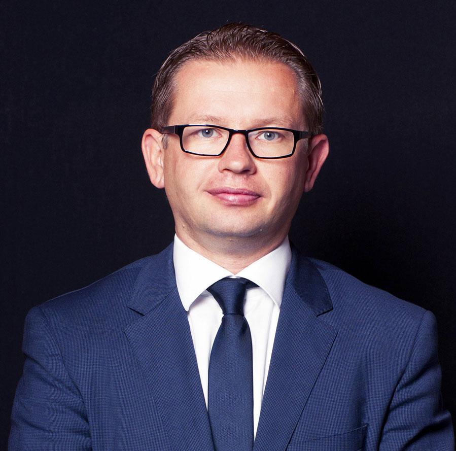 Mr. Dr. Bartosz Sujecki