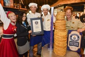 Efteling bricht Weltrekord im Pfannkuchenstapeln