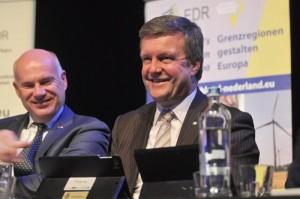 Bert Bouwmeester ist erneut Vorsitzender der Ems Dollart Region. Links im Bild: EDR-Geschäftsführer Karel Groen.