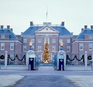Der Paleis Het Loo zeigt sich in winterlichem Glanz. Foto: Paleis Het Loo