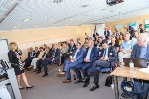 EUREGIO-Geschäftsführerin Elisabeth Schwezow begrüßte in Rheine die Anwesenden.