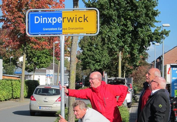 Dinxperwicku c ein grenzüberschreitendes ortsschild aha